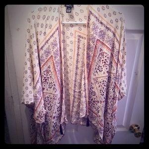 SALE 5 FOR $20 cream and burgandy kimono w/tassels